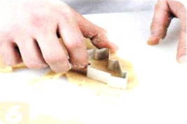 烘焙入门烘焙食谱之杏仁饼干制作步骤6