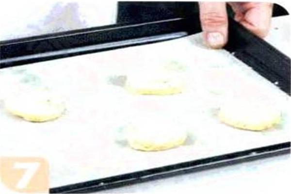 烘焙入门烘焙食谱之腰果饼干制作步骤7
