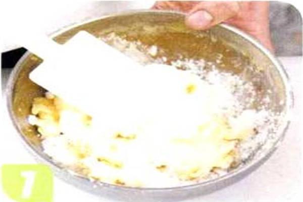 烘焙入门烘焙食谱之白巧克力花生球制作步骤1