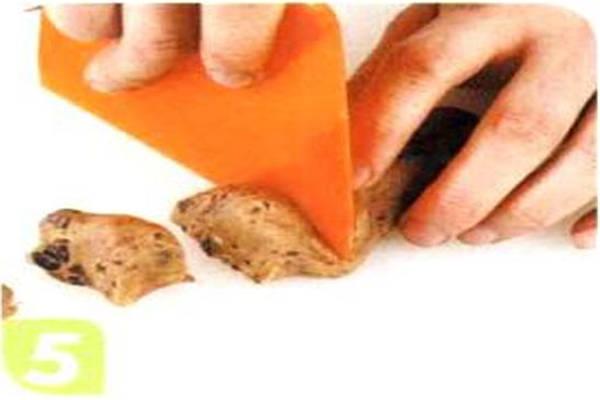 烘焙入门烘焙食谱之黑巧克力球制作步骤5