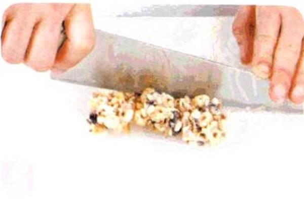 烘焙入门烘焙食谱之麦片蓝莓条制作步骤5