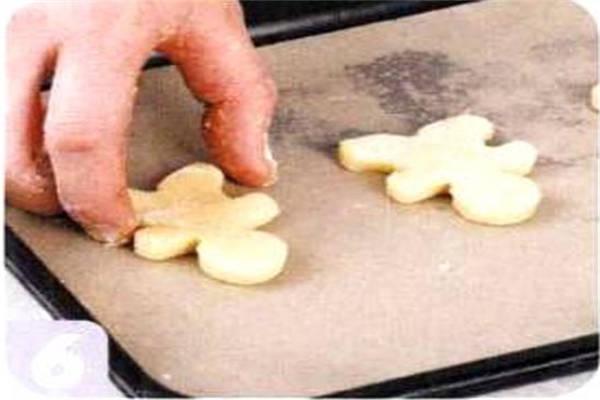 烘焙入门烘焙食谱之娃娃饼干制作步骤6