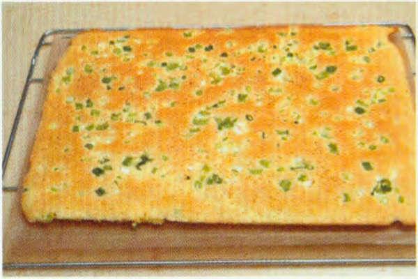 烘焙入门烘焙食谱之葱花肉松咸蛋糕卷制作步骤12