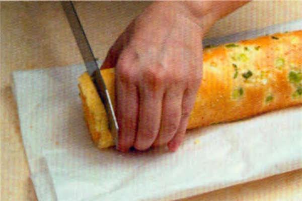 烘焙入门烘焙食谱之葱花肉松咸蛋糕卷制作步骤16