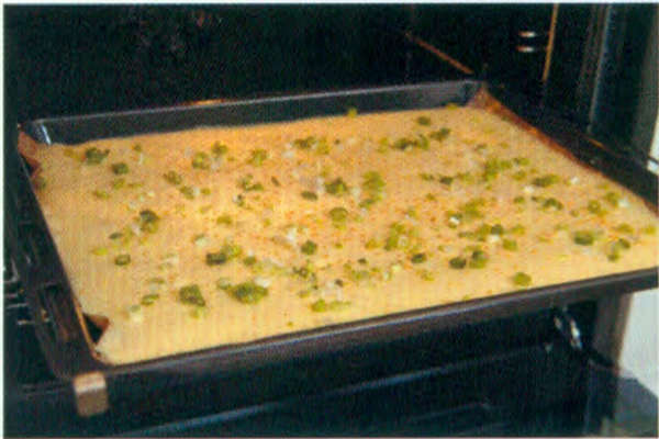 烘焙入门烘焙食谱之葱花肉松咸蛋糕卷制作步骤9