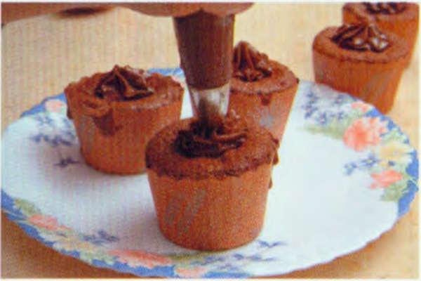 烘焙入门烘焙食谱之巧克力杯子蛋糕制作步骤11
