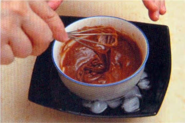 烘焙入门烘焙食谱之巧克力杯子蛋糕制作步骤9