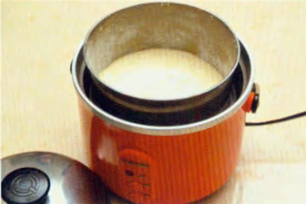 烘焙入门烘焙食谱之电饭锅蒸蛋糕制作步骤3