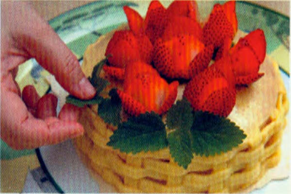 烘焙入门烘焙食谱之草莓花蓝做法:制作步骤10