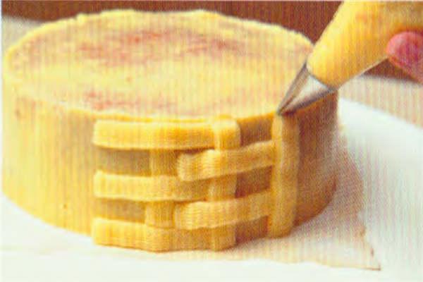 烘焙入门烘焙食谱之草莓花蓝做法:制作步骤5