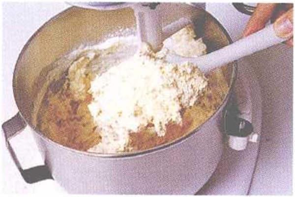 烘焙入门烘焙食谱之麦香核桃香蕉蛋糕制作步骤4
