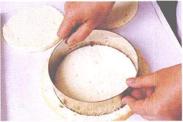 烘焙入门烘焙食谱之奶香水果慕斯制作制作步骤1