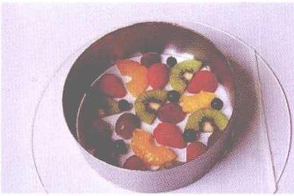 烘焙入门烘焙食谱之奶香水果慕斯制作制作步骤3