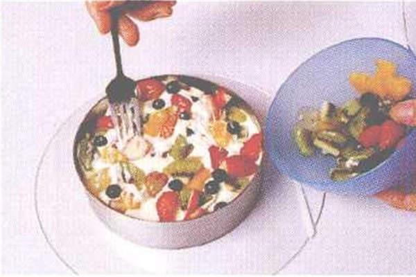 烘焙入门烘焙食谱之奶香水果慕斯制作制作步骤9