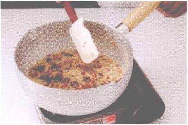 烘焙入门烘焙食谱之桂圆核桃蛋糕制作步骤1