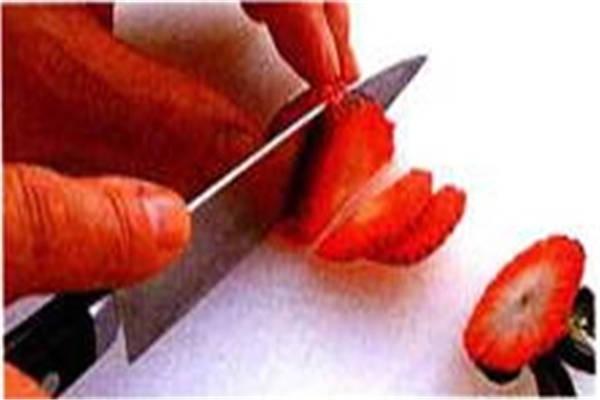 烘焙入门烘焙食谱之准备草莓制作步骤1