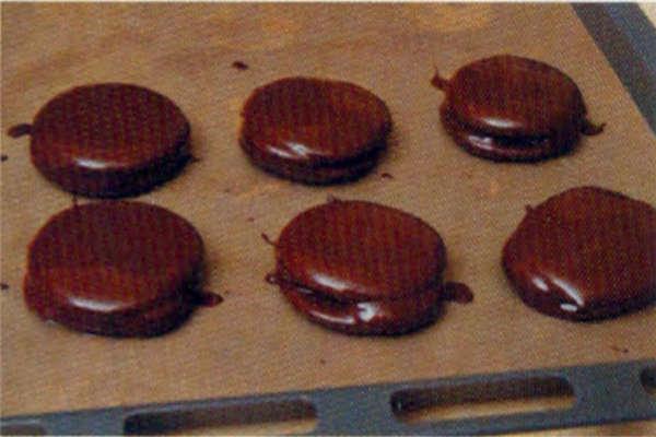 烘焙入门烘焙食谱之巧克力棉棉派制作步骤16