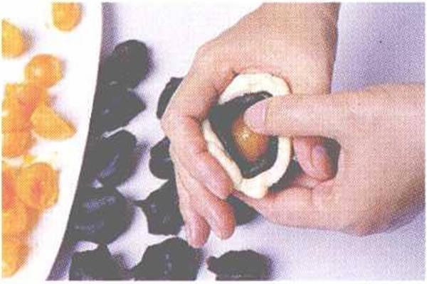 烘焙入门烘焙食谱之蛋黄酥制作步骤7