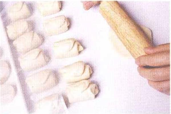 烘焙入门烘焙食谱之卤肉豆沙饼制作步骤5