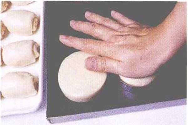 烘焙入门烘焙食谱之卤肉豆沙饼制作步骤7