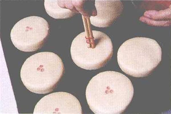 烘焙入门烘焙食谱之卤肉豆沙饼制作步骤8