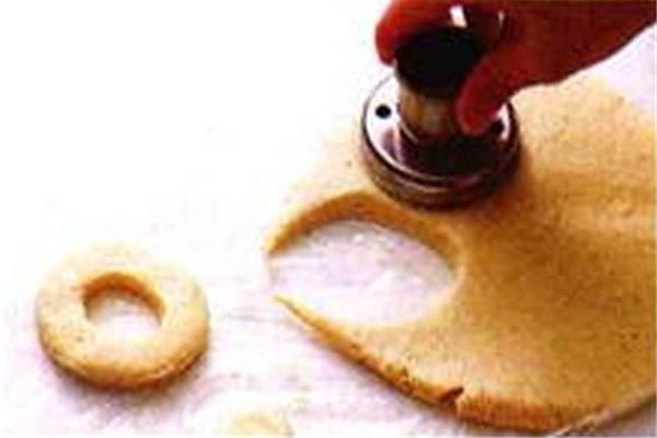 烘焙入门烘焙食谱之模具造型、烹炸制作步骤1