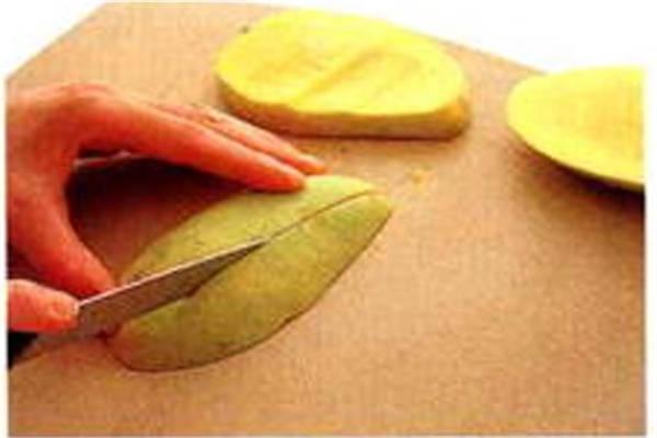 烘焙入门烘焙食谱之芒果的事前准备制作步骤2