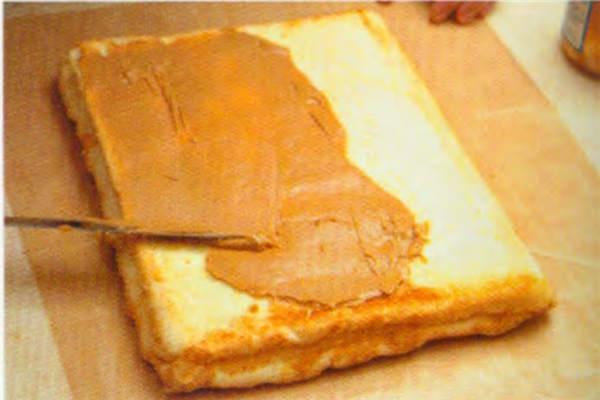 烘焙入门烘焙食谱之花生花纹蛋糕卷糕制作步骤11