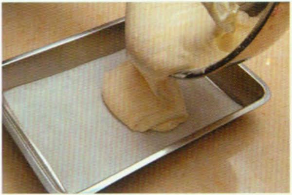 烘焙入门烘焙食谱之花生花纹蛋糕卷糕制作步骤4