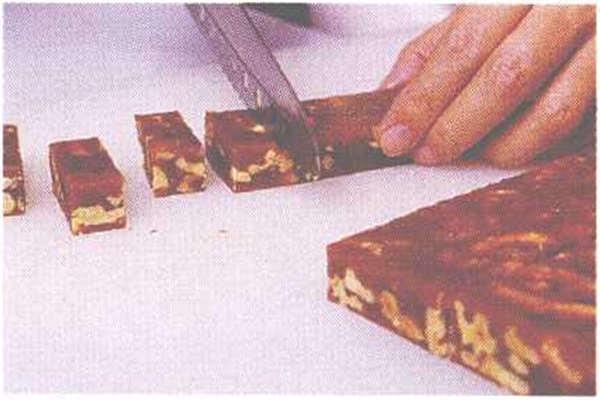 烘焙入门烘焙食谱之枣泥核桃糖制作步骤10