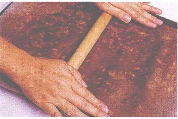 烘焙入门烘焙食谱之枣泥核桃糖制作步骤9