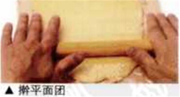 擀平饼干面团
